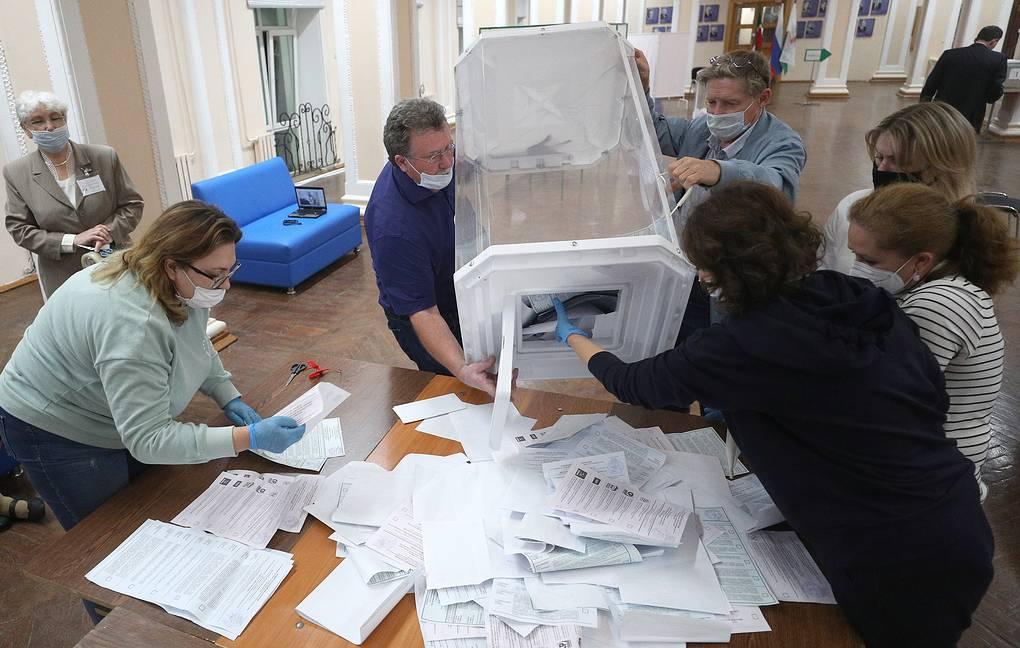 Питерские избирательные комиссии не спешат вводить итоги голосования в систему